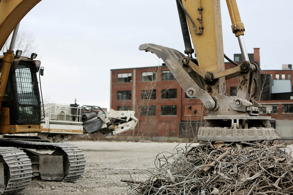 Building and demolition waste can now be recycled for UAE construction projects.