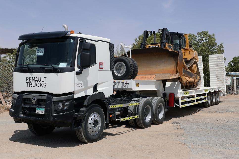 Renault Trucks K460 6x4 tractor.