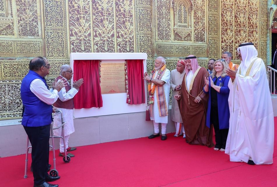 PM Modi unveiled the Manama Hindu temple's plaque.