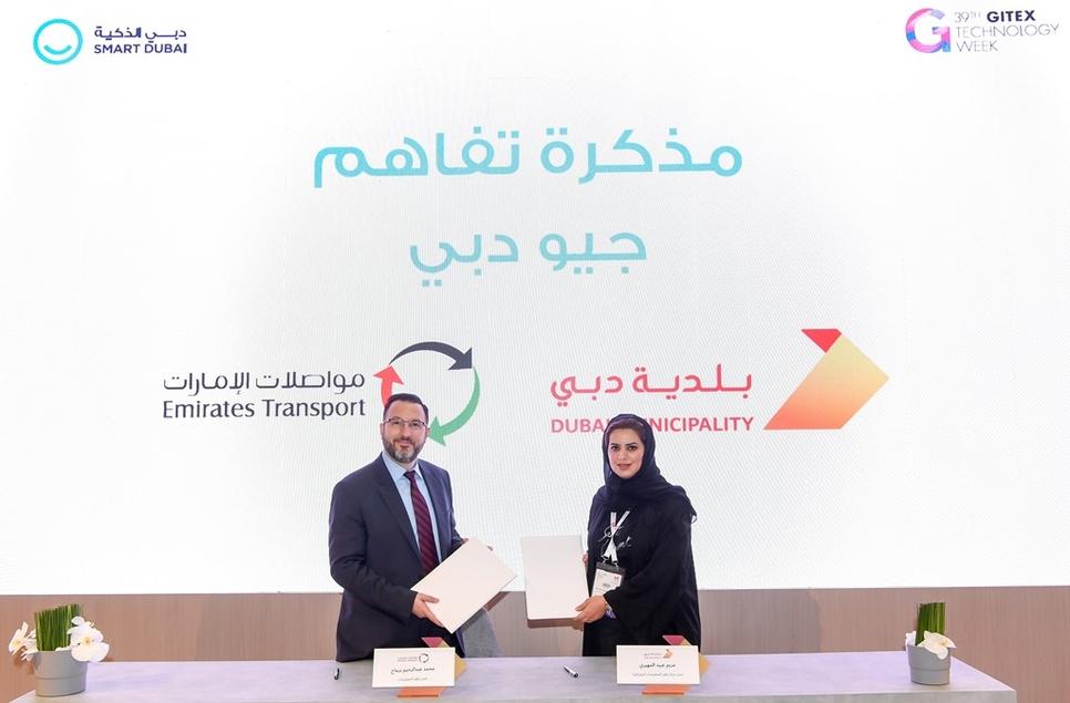 Dubai Municipality and Emirates Transport signed the MoU.