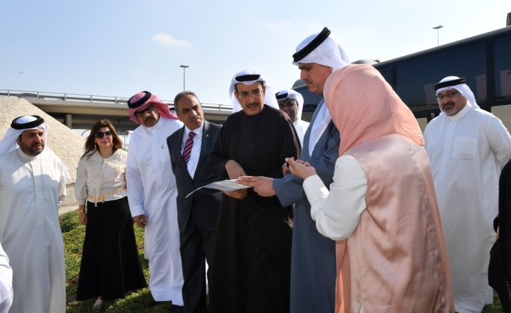 Deputy Premier was briefed on various projects during his field tour.