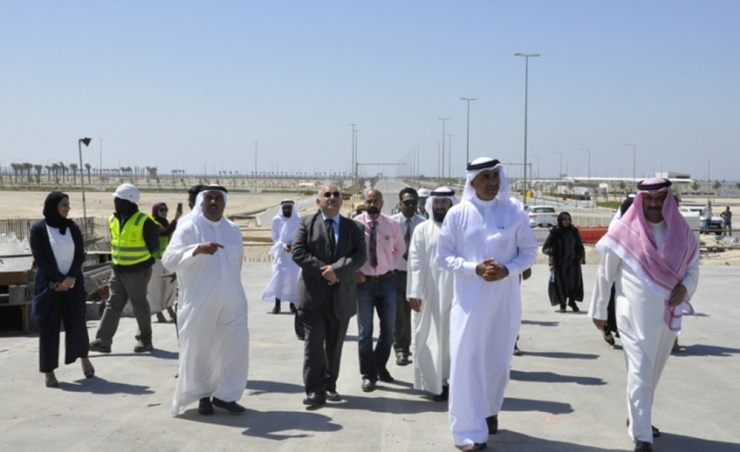 Bahrain minister inspects sites to construct 303 houses, 1402 flats