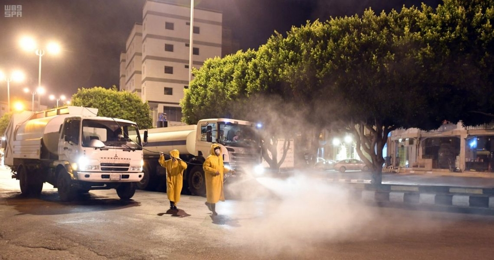 Saudi municipalities disinfect public facilities in Taif, Asir regions