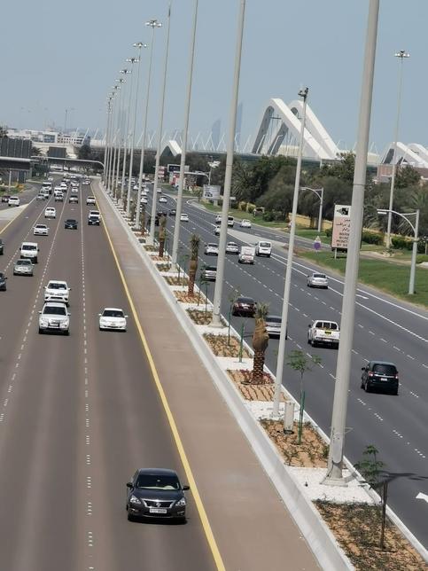 ADM develops median strip on the Abu Dhabi – Al Ain road