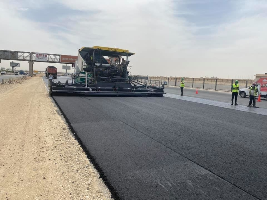 Work is progressing on the Cairo Ismailia Desert Road project.