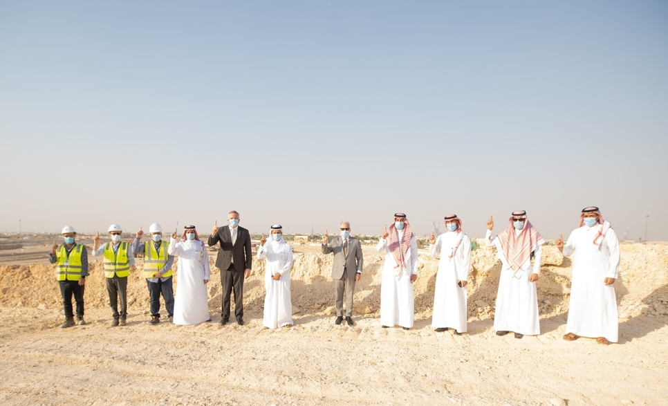 The minister reviewed the progress being made on the megaproject, alongwith other officials.
