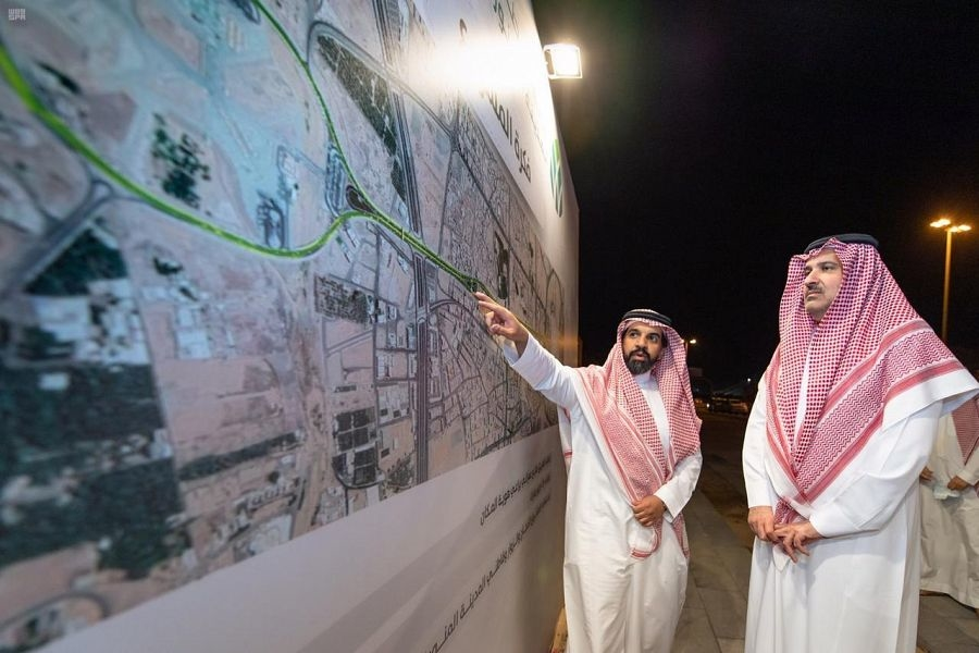 HRH Prince Faisal bin Salman bin Abdulaziz inspects Uhud Avenue Project.