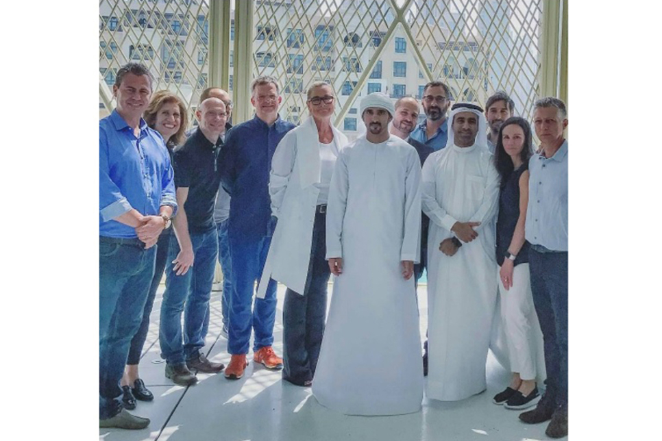 The Crown Prince of Dubai visited Apple's new outlet at Dubai Mall. [Image: instagram.com/forfazza3]