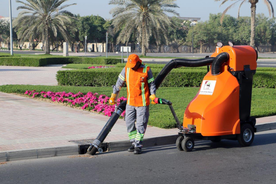 Dubai Municipality to use new electric street cleaners