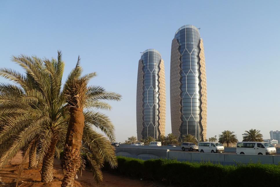 Al Bahr Towers pioneers revolutionary facade