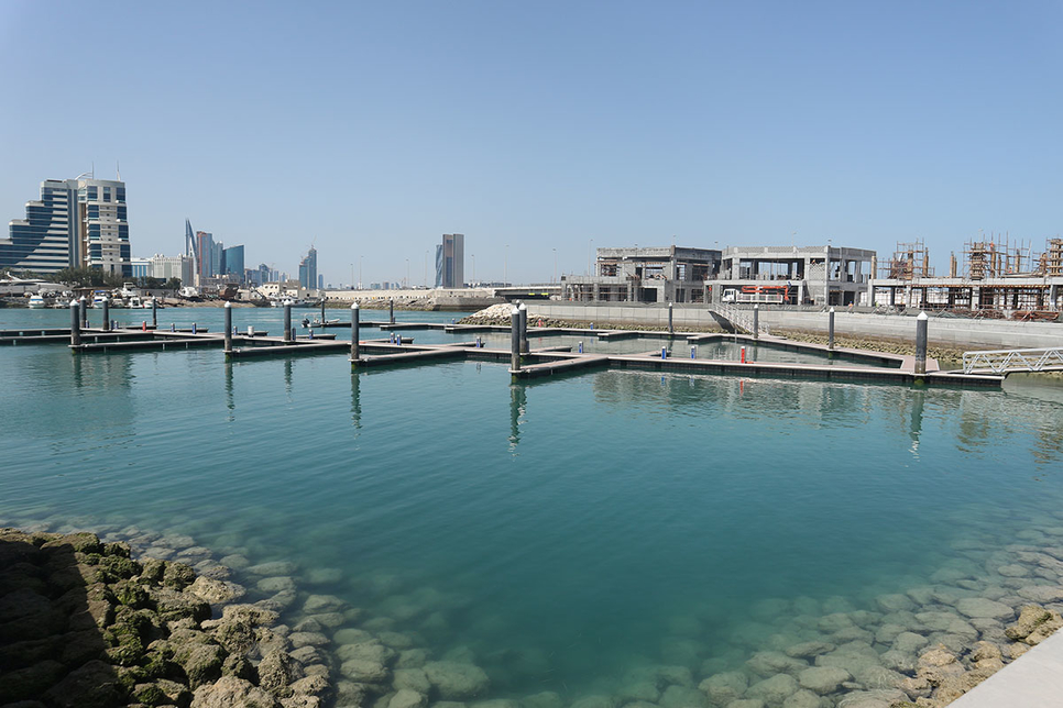 Bahrain Prime Minister's Court reviews progress on key projects