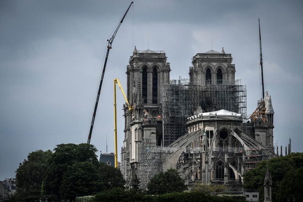 Heatwave causes further stonework collapse at fire-hit Notre-Dame