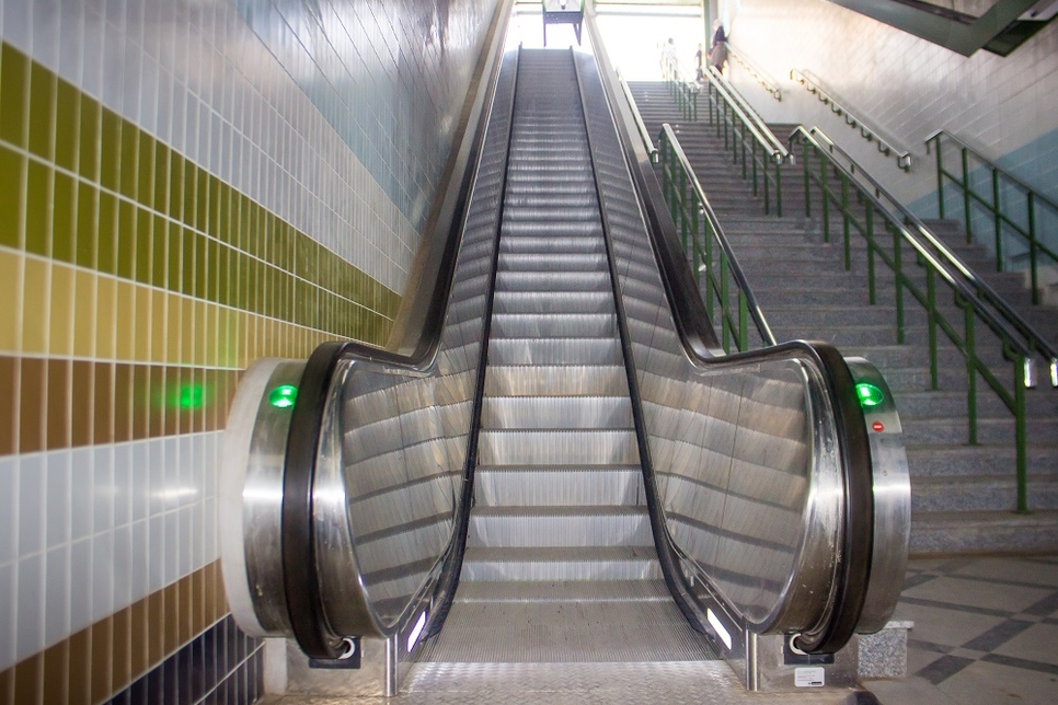 Thyssenkrupp equips five Cairo metro stations with 69 escalators
