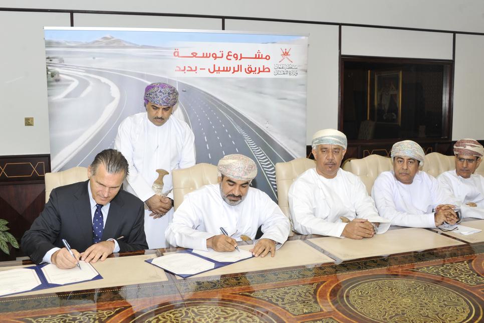 Oman ministry picks Galfar, Ghantoot for $428.6m road deals