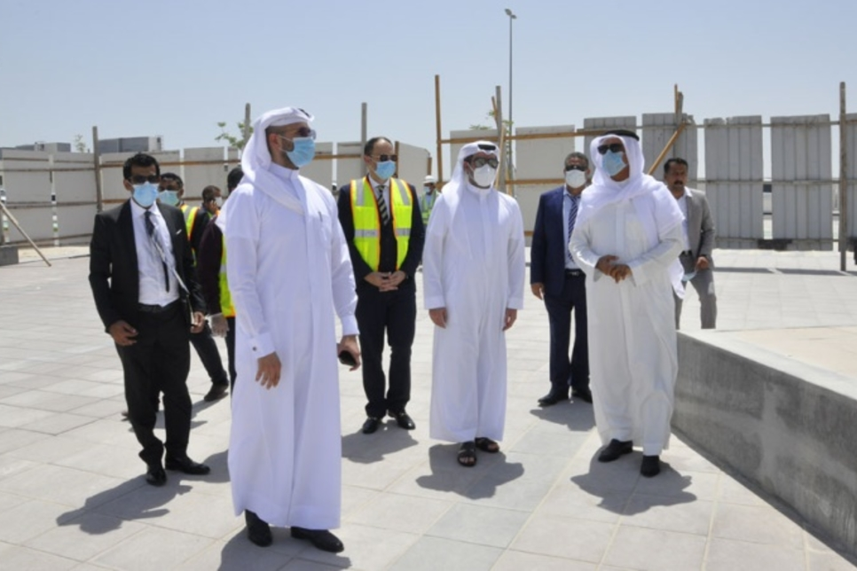 Bahrain Housing Minister reviews construction on East Hidd Town